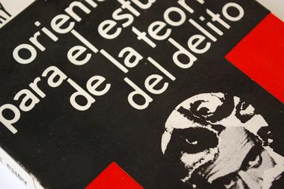 la Teoría del Delito, black and red